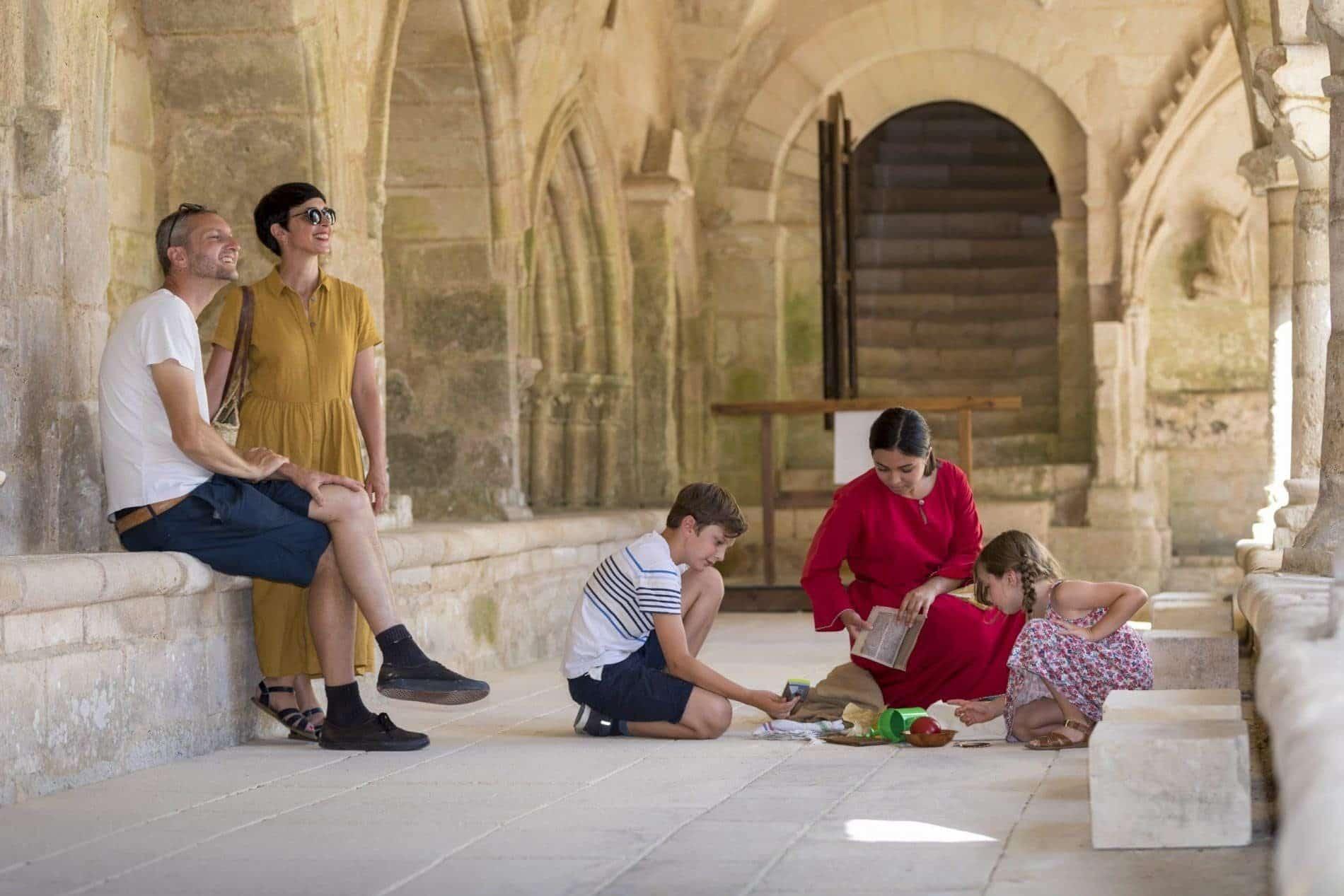 Visite en famille à l'Abbaye de Nieul sur l'Autise